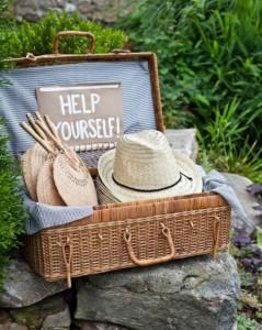 fan-hats-summer-wedding
